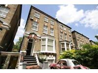 2 bedroom flat in Hartham Road, Caledonian Road, N7