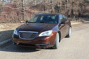2013 Chrysler 200 LX  - low km - excellent condition