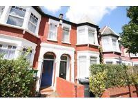 2 bedroom flat in Beresford Road, Manor House, N8