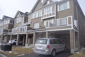 BRIGHT AND SPACIOUS TOWNHOUSE CORNER UNIT IN MILTON