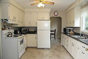 3 Bed room October 1st $1300 heat and lights included