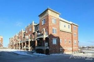 You Can Have It All In-Style Condo in Vibrant Downtown Core !!