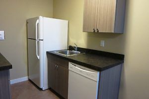 #4564 Bachelor Suite $800 H/W inc. Available NOW