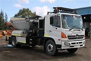 HINO 2005 GH JETPATCHER ROAD LAYER