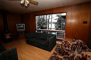 SNOWMOBILE - TRAILS - WOODFIRE PLACE - HOT TUB AND SAUNA