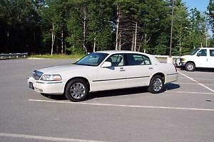 Lincoln Town Car Ultimate Sedan 2004