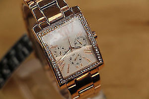 **BRAND NEW** Authentic Guess W0446L3 Rose GP Ladies Watch