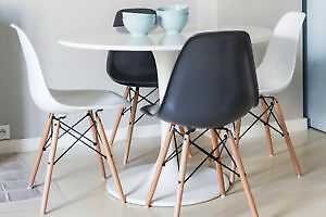 NEW NEW Eames chaise/chairs