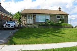 3 ROOMS AVAILABLE IN COED HOUSE CLOSE TO MAC FOR MAY 1ST!