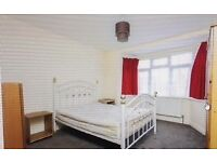 Large size double bedroom to share in a house in ilford