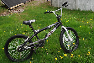 Vélo. Garçon. 10 - 12 ans
