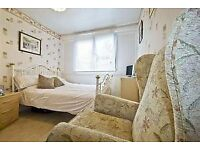 CHEAP ROOMS TO RENT NEXT TO DLR INCLUDES BILLS COUPLES WELCOME CALL EM ASAP WILL GO 07841025155