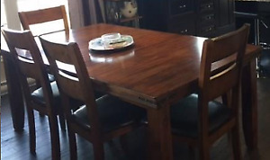 Stephenville - Beautiful Dining Table