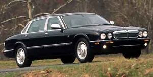 2000 Jaguar XJ8 vanden plas Sedan