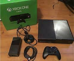 Xbox one 500g 2 controllers and 5 games