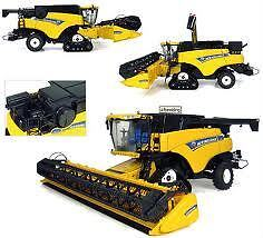 UNIVERSAL HOBBIES J4004 New Holland CR9090 Combine Harvester. 1:32 Scale New