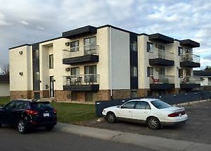 Great Value!  $885. Beautiful, Bright Immaculate 2 Bedroom Apt.