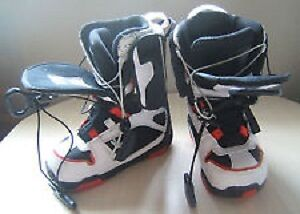 Snowboard boots: sims men's size 5