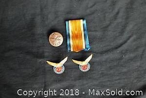 Lot of various Canadian military items.