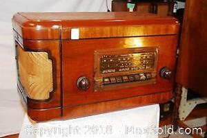 RCA Victor Vintage Standard And Short Wave Radio