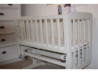Grab a bargain, excellent used condition Mamas & Papas swinging crib
