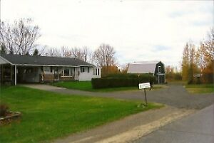 ATTENTION HORSE LOVERS - HOBBY FARM near Woodstock (4.3 acres)
