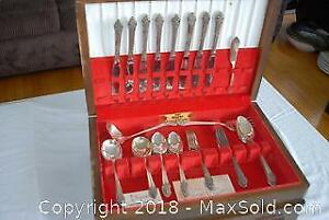 Flatware Set with Chest A