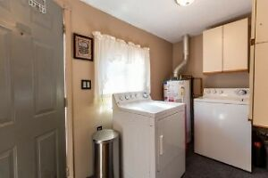 Reduced! Perfect for first time buyers or as investment property Windsor Region Ontario image 5