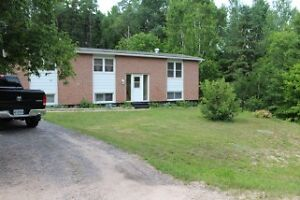 COUNTRY HOME CLOSE TO SEVERAL AMENITIES!!!