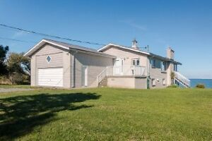 8925 South Shore Rd - Amherst Island