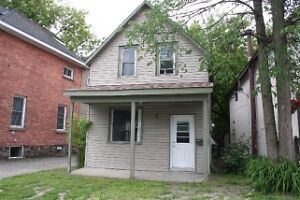 2 Bedroom House, central, pet friendly March 1st