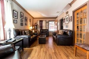Reduced! Perfect for first time buyers or as investment property Windsor Region Ontario image 6