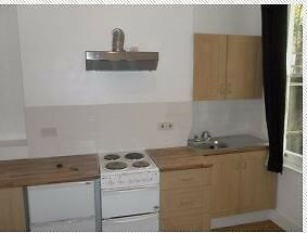 Semi Studio in Brixton SW2 with full size cooker, close to tube