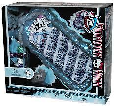 MONSTER HIGH ABBEY BOMINABLE BED PLAY SET FROM MATTEL BRAND NEW Y0403