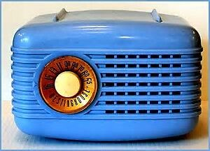 ANTIQUE VINTAGE PLASTIC TUBE RADIOS