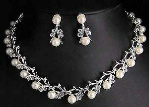 brand new Necklace pearls