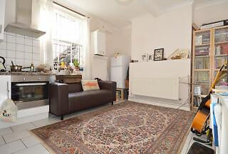 Bright one bed apartment *includes WIFI and Electric* Located in the heart of Kentish Town