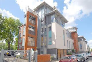 Modern one bed apartment with stunning views of the Canal and a Private Balcony.