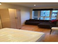 Extremley Spacious Room in Luxurious Riverside Three Bed Apartment All Bills Inc Great Location