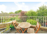Beautiful Period One bedroom apartment private balcony in Archway N19 Moments To Hampstead Heath