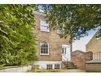 4 Bed House with period features in Chiswick-Private Garden
