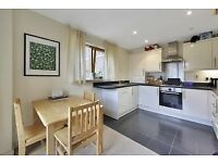 spacious one bedroom apartment with private balcony secured gated car park and concierge in Bow E3!