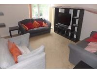 A LOVELY GROUND FLOOR FURNISHED TWO BED FLAT - MUST SEE - (CR8) !