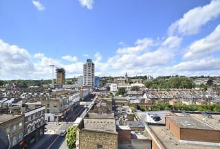 Immaculate two bed Penthouse Located in Archway, Close to the underground.