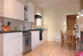 A SUPERB 4 DOUBLE BED, 2 BATH HOUSE NEAR TOOTING BROADWAY STATION - MUST SEE !