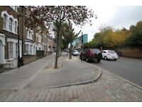 Lovely 2 double bedroom very spacious apartment freshly decorated with private balcony located in N1
