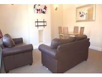 A LARGE 3 BED / 2 BATH APARTMENT IN SOUGHT AFTER LOCATION (SW17) - MUST SEE !