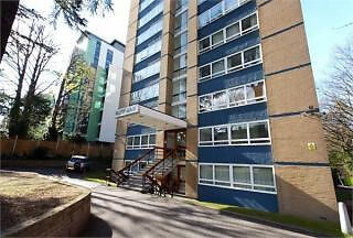 Spacious open plan one bed apartment with access to a garden. Located near Highgate Village.