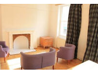 Lovely spacious 3 bedroom apartment with roof terrace located in the heart of Islington N1