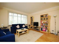 Studio in a central location. Located in an attractive mansion block with a communal roof terrace